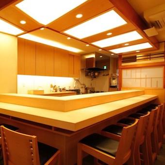 【土日祝休み】高時給の老舗の個人経営寿司店!女性スタッフが大活躍!14時半にまかないあり!