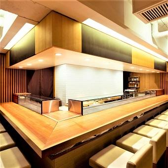 ランチできる方大歓迎☆六本木で人気のアットホームなお寿司屋さん♪お客様と距離の近い接客を!