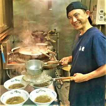 雑誌やテレビにも登場☆5種類の麺を使い分け♪「背脂チャッチャ系」ラーメンを学べるキッチン☆
