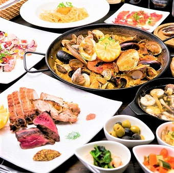 当店名物のパエリアをはじめ、一流のシェフから料理を学ぶことができます!