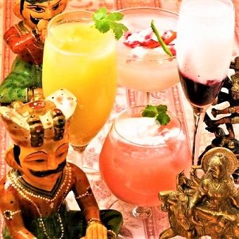 アジアンビールやトロピカルカクテルなどお酒にも触れられる!
