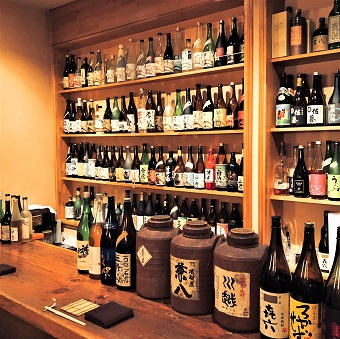 常連さんの多い隠れ家的居酒屋で接客♪在籍6ヶ月で時給50円アップ確定☆