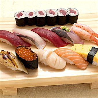 8のつく日のまかないはお寿司!営業後に飲みに行くほど仲が良いスタッフ◎お寿司屋さんの洗い場でお仕事♪