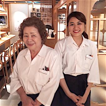 スカイツリーが見えるお寿司屋さんで接客♪週の初勤務日は毎回お寿司のまかない!ホールリーダー手当あり☆
