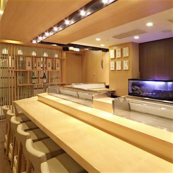 毎週月曜日はお寿司!他の日もボリューム満点♪まかないが自慢の人気お寿司屋で接客☆外国人も活躍!