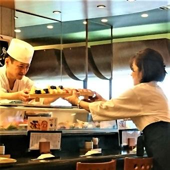 100万ドルの夜景と共に働く☆人気江戸前寿司で接客♪【タダ飯クーポンあり】