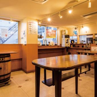 日払い対応可能♪老舗の酒屋さんが経営する立ち飲みバルで接客☆割安でお酒を購入できる!