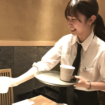 ≪時給1200円♪≫築地直送の天然本マグロを使った料理が自慢!清潔感溢れる店内♪ホールスタッフ!