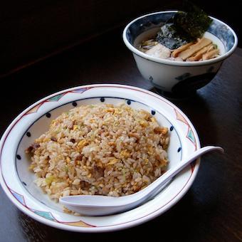 定食やサイドメニューなど中華料理も豊富で家族連れからも人気!