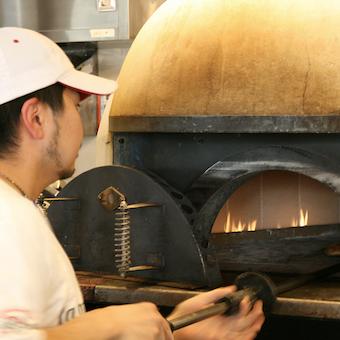 シフトや休みは、ほぼ希望通り♪まかない最大2食◎石窯で焼く本格ピッツェリアのキッチン☆