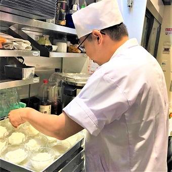 時給1200円☆北京ダックの新しい形「天津ダック」が自慢の老舗中華料理店の新業態で料理を学ぶ!