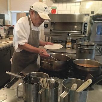 【タダ飯クーポンあり】天然鮮魚・無農薬野菜・土!?テレビ取材も多いフレンチレストランのキッチン♪