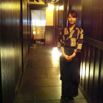 ☆時給1200円★京庭園を再現した情緒溢れる居酒屋で接客◎ビックエコーを30%offで利用OK♪