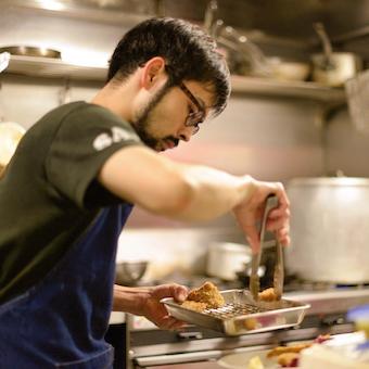 ◎時給1100円◎山の幸を極められる学芸大学のビストロ♪料理だけでなくお店作りに関われます!