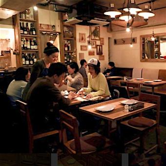 時給1100円♪学芸大学の山小屋風のビストロでホールバイト☆お店作りに関われます!