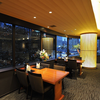 ホテルのラウンジのような雰囲気。銀座の夜景も一望できます!