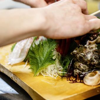 時給1200円◎大学生が多く活躍☆朝どれ天然魚介が自慢の居酒屋キッチン♪調理経験者歓迎!