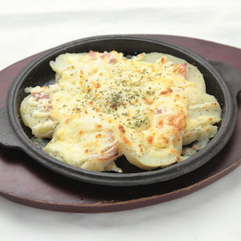 北海道には美味しいものがたくさん!様々な料理を提供します!まかないでお店のメニューが食べられます♪