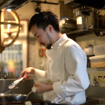 メニュー開発にも関われる!日本産の食材にこだわった地中海や中近東の料理を提供するお洒落なバル♪