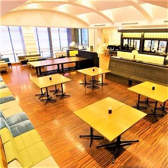 貸切パーティー、企業セミナーなどの利用も多数♪開放的な空間のカフェダイニングで接客♪11時〜勤務歓迎