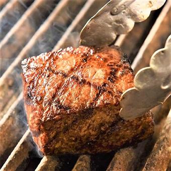 お肉を豪快に調理しましょう!未経験でもOK♪