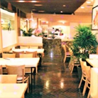 【大人気店】長蛇の列が絶えないお寿司の名店で接客!フリーター、主婦歓迎☆