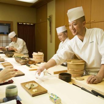 板長は寿司歴26年!美味しさと技でお客様を魅了します。