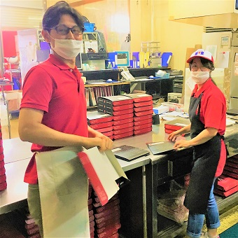 お弁当の箱を作るのもお仕事です♪コツコツとした作業が好きな方にもピッタリですよ!