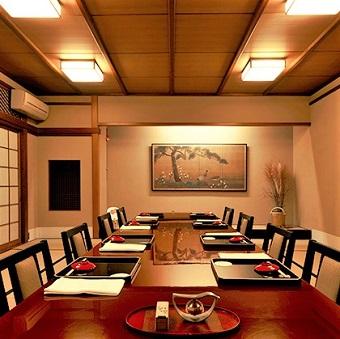 ≪時給1300円≫出勤手当や着物手当もあり♪赤坂にある懐石料理のお店!おもてなしの心を学びましょう☆