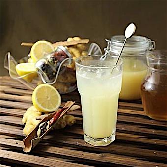 料理だけでなく、スパイシージンジャエールやレモンスカッシュなど自家製ドリンクも自慢!