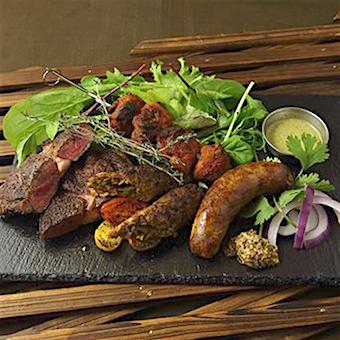 肉とスパイスを合わせた石釜グリル料理も自慢!まかないも楽しみですね!