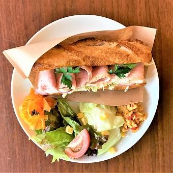 無添加・手作りサンドイッチとロゼワインを提供するカフェ・ビストロ♪お仕事終わりはビールでカンパイ☆