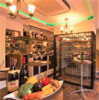 オープンキッチンなのでお客様とのコミュニケーションも楽しんでみよう!