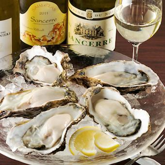 日本各地から届く常時10種類、 多い時で20種類ほど扱う牡蠣とワインを学ぼう♪