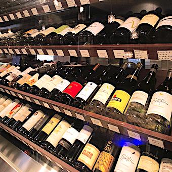 ワインの品揃えも常時80種類以上。牡蠣との相性も覚えられます♪
