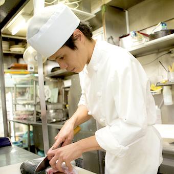 京庭園を再現した和食ダイニングで、旬食材を使った様々な創作料理を学べるキッチン☆