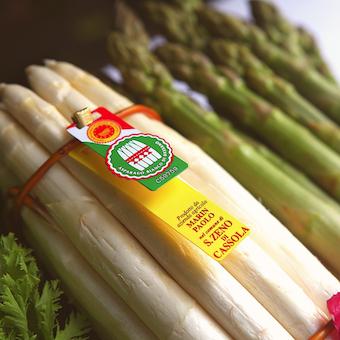 イタリアのバッサーノデルグラッパ産ホワイトアスパラガス。食材も厳しい基準をクリアしています!