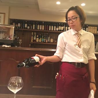 日本にいながら本物のイタリアンレストランで働ける!希少な「MOI認定店」で接客♪
