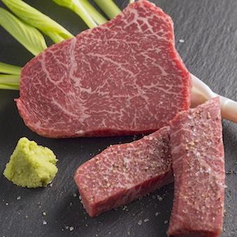 豪快な霜降り肉を提供しています!お肉に詳しくなれますよ〜!