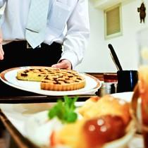 お客様のお出迎えからお帰りになるまで、料理だけでなく、会話のひとつひとつを大事にしています。