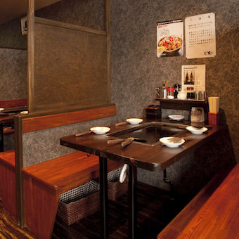 神田のガード下にあるのでサラリーマンのお客様が多数。会話も多いのでコミュニケーションスキルもアップ!
