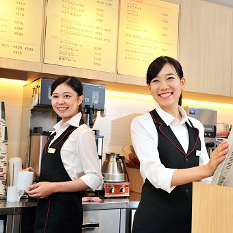 ●週30時間〜勤務で時給+50円●人気コーヒーチェーンでアルバイト♪融通の利くシフト*高待遇
