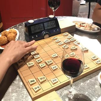 スペインバルのオーナーは大の将棋好き♪将棋対局で勝つと時給アップするホールバイト◎