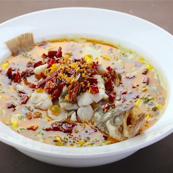 メイン料理の「白身魚の酸辣湯煮込み風」だれも知らない中華を覚えていきましょう♪