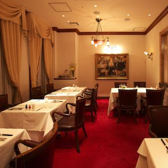 銀座の旦那衆や文化人に愛され続けてきた老舗レストランでおもてなしをしましょう。
