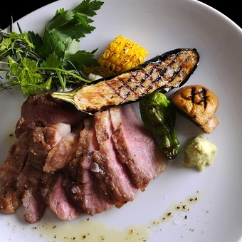 食材と料理それぞれのストーリーにシェフの思いが紡ぐ物語をお皿の上に。