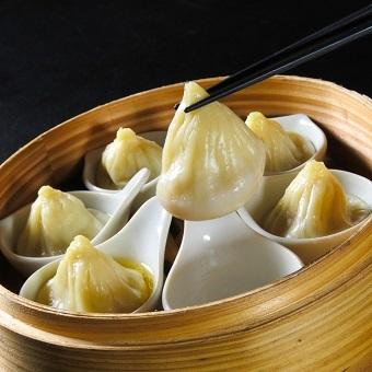 本場女性点心師に学ぶ、手作り点心と飲茶。老舗中華の本格中華のキッチンスタッフ