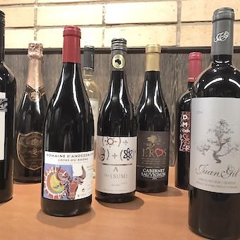 ソムリエからワインのことをたくさん教えてもらえます♪