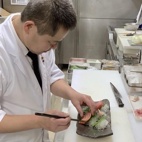 スゴイ料理長が居るお店◎役割分担がしっかりで働きやすい◎産直の天然魚が売りのお店で働こう♪