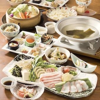 コースには天然魚を含む和食の髄をこらしたメニューが並びます。